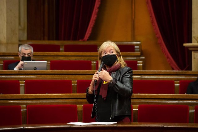 La consellera de cultura de la Generalitat, Ángels Ponsa, interviene durante la sesión ordinaria del Pleno del Parlament, en Barcelona (España), a 18 de noviembre de 2020. La sesión de este miércoles ha tratado, entre otros asuntos, sobre la gestión de la