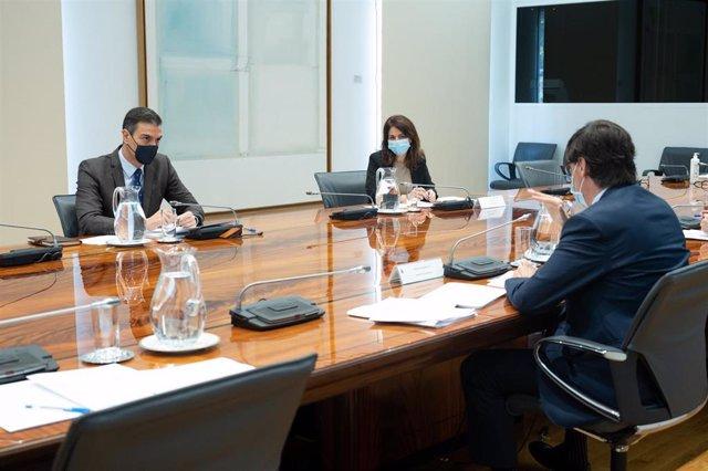 El presidente del Gobierno, Pedro Sánchez, y el ministro de Sanidad, Salvador Illa, durante la reunión del Comité de Seguimiento del Coronavirus, en el Complejo de la Moncloa, Madrid (España), a 19 de noviembre de 2020.