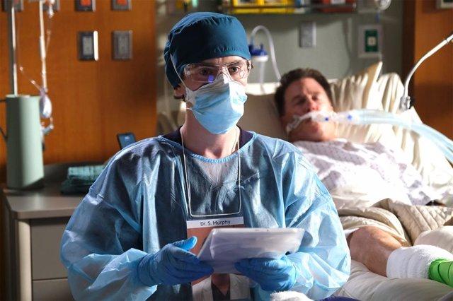 """Freddie Highmore es The Good Doctor: """"Queríamos homenajear a los héroes sanitarios de la pandemia"""""""