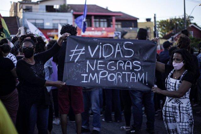 Protestas por la muerte de un joven negro en un centro comercial de Porto Alegre