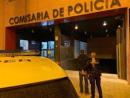 Detenido en pleno centro de Murcia cuando huía con una caja registradora que acababa de robar