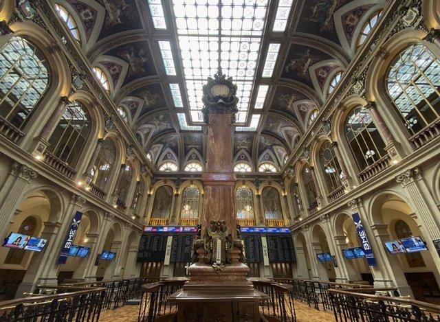 Columna central en el interior del Palacio de la Bolsa de Madrid (España), a 22 de septiembre de 2020. El Ibex 35 experimentaba un descenso del 0,12% en la media sesión de este martes, lo que llevaba al selectivo a situarse en los 6.684,2 enteros a las 12