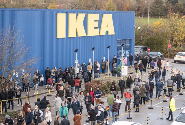 01 November 2020, England, Batley: Shoppers queue outside Ikea store as the UK Prime Minister Boris Johnson announced that a new national lockdown will come into force in England next week due to the increasing numbers of the coronavirus. Photo: Danny Law