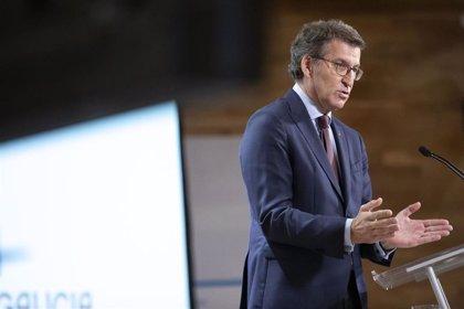 """Feijóo critica la """"falta de comunicación"""" sobre el plan de vacunación y dice que en Galicia se hará uno pactado"""
