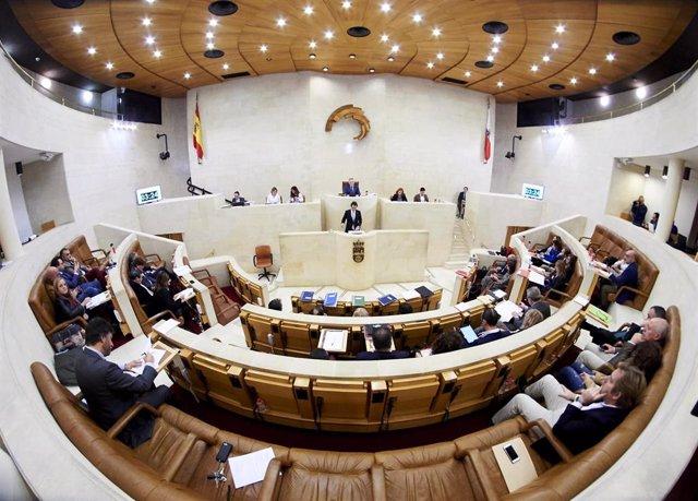 Vista general de la sesión plenaria en el Parlamento de Cantabria. Archivo