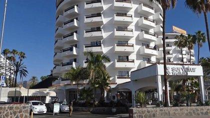 La CCE pide liberar los hoteles que acogen migrantes para poder reabrirlos y reactivar el turismo en Canarias