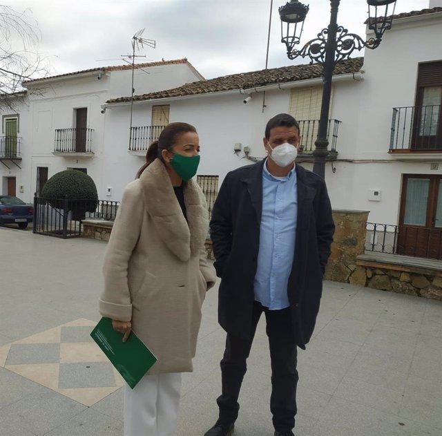 Visita de María de los Ángeles Muriel a Los Marines (Huelva).