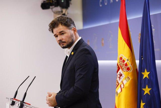 El diputat i portaveu d'ERC, Gabriel Rufián, intervé en la roda de premsa.