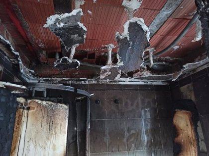 Dos heridos por inhalación de humo y quemaduras leves en un incendio de una vivienda en el centro de Alicante