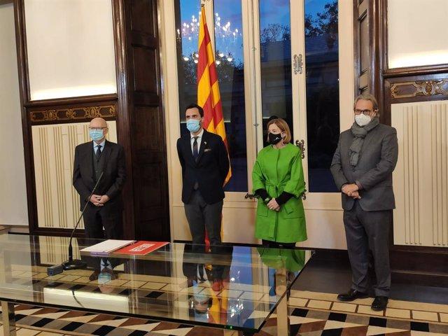 El president del Parlament, Roger Torrent, i els expresidents Joan Rigol, Carme Forcadell i Ernest Benach.