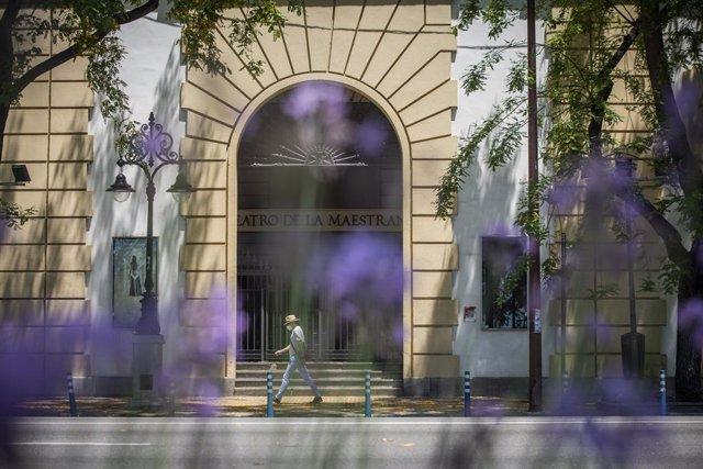 Fachada principal del Teatro de la Maestranza. En Sevilla, (Andalucía, España), a 05 de junio de 2020.