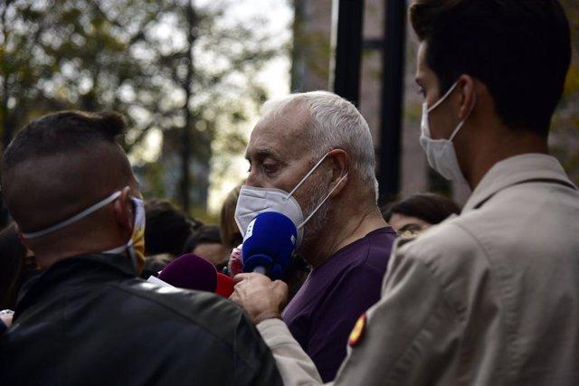El productor de televisió Josep Maria Mainat surt del jutjat a Barcelona, en la Ciutat de la Justícia de Barcelona, Catalunya (Espanya) a 25 d'octubre de 2020. Mainat surt després de declarar sobre el seu presumpte intent d'assassinat.
