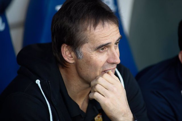 Julen Lopetegui, head coach of Sevilla, looks on during the Spanish League, La Liga, football match played between Getafe CF and Sevilla FC at Coliseum Alfonso Perez stadium on January 23, 2020 in Getafe, Spain.