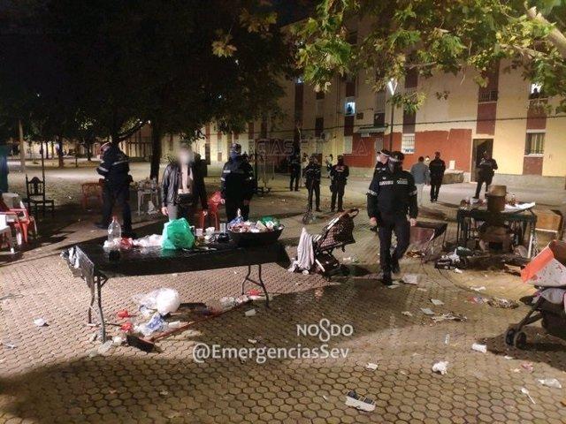 Intervención de la Policía Local en la vía pública en el Polígono Sur de Sevilla