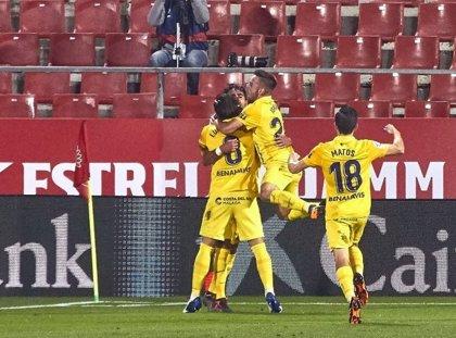 El Málaga se asoma al 'playoff' tras asaltar Montilivi
