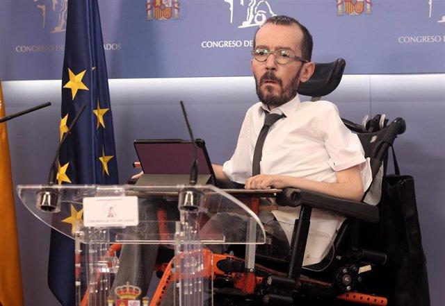 El portavoz de Unidas Podemos en el Congreso de los Diputados, Pablo Echenique, ofrece una rueda de prensa posterior a la celebración de la Junta de Portavoces, en Madrid (España), a 11 de noviembre de 2020.