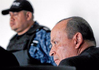 La Fiscalía de Colombia cierra uno de los casos contra el hermano de Uribe por financiar paramilitares