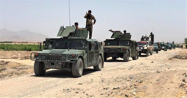 Agentes de las fuerzas de seguridad afganas desplegados en una operación en Kandahar, en el sur de Afganistán