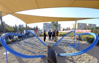 Los vecinos de Conexión Sur ya pueden disfrutar de una nueva área de juegos infantiles entoldada situada en Barriomar