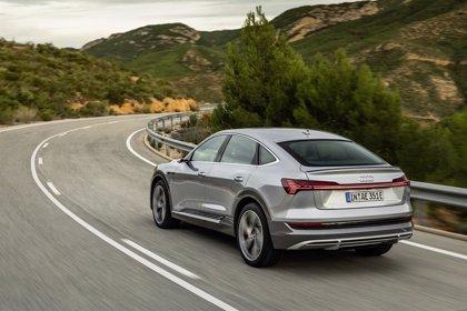 Audi duplica la potencia del cargador del e-tron y añade nuevos equipamientos a su modelo eléctrico