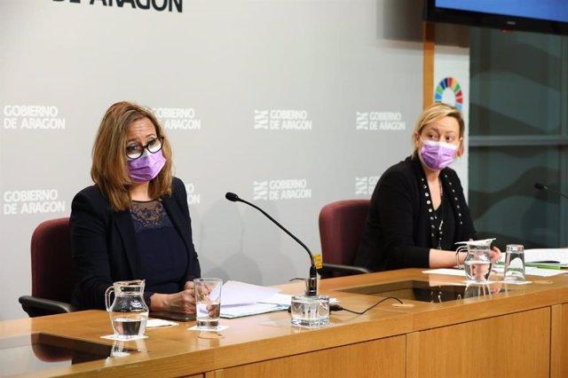 La consejera de Presidencia y Relaciones Institucionales del Gobierno de Aragón, Mayte Pérez, en rueda de prensa junto con la consejería de Economía, Marta Gastón.