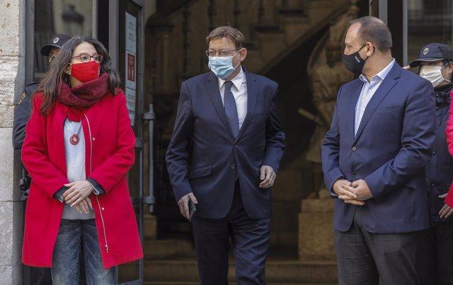 La vicepresidenta del Consell, Mónica Oltra, el president de la Generalitat, Ximo Puig, en el centre, i el vicepresident Rubén Martínez Dalmau