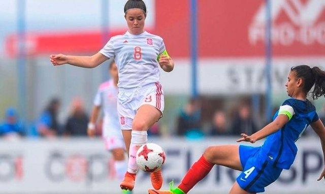 La internacional española Nerea Eizagirre en un partido con la selección