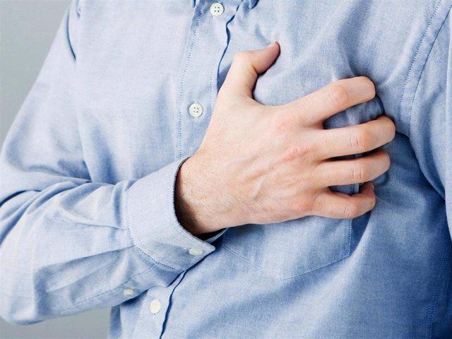 Un hombre sufre un infarto