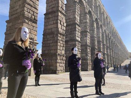 Minutos de silencio, concentraciones y mensajes en RRSS rechazan la violencia de género