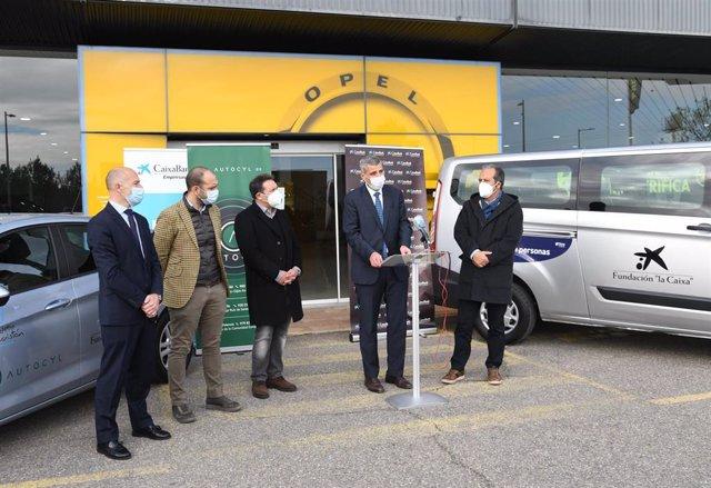 Presentación de las acciones de 'Fórmula Solidaria' de Caixabank y Grupo Autocyl en Valladolid.