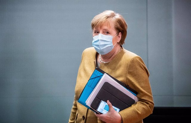 25 November 2020, Berlin: German Chancellor Angela Merkel arrives attend the weekly cabinet meeting in the Chancellery. Photo: Michael Kappeler/dpa-pool/dpa