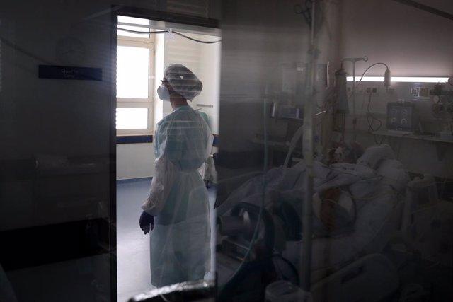 Unidad de cuidados intensivos en el hospital Santa Maria de Lisboa