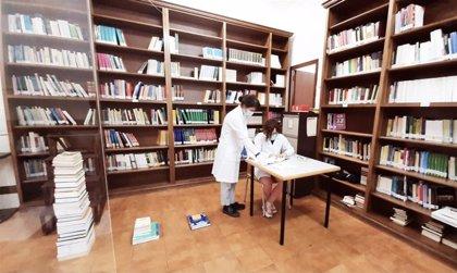 Una performance en las bibliotecas de la UV busca visibilizar la desigualdad de género en la divulgación académica