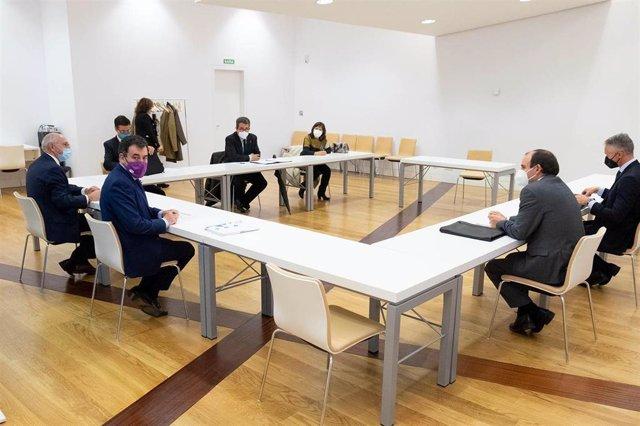 Reunión del conselleiro Román Rodríguez con representantes de la inspección educativa