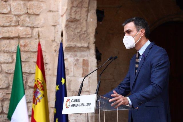 El presidente del Gobierno, Pedro Sánchez, y el presidente del Consejo de Ministros de Italia, Giuseppe Conte, durante la XIX Cumbre hispano-italiana en Palma de Mallorca