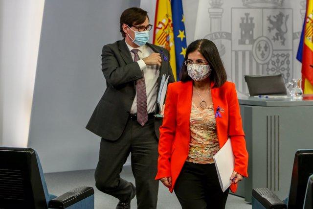 (I-D) El ministro de Sanidad, Salvador Illa, y la ministra de Política Territorial y Función Pública, Carolina Darias, tras ofrecer una rueda de prensa después del Consejo Interterritorial del Sistema Nacional de Salud