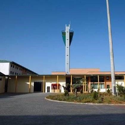Lesionados dos funcionarios de la cárcel de Morón agredidos por un preso, según CSIF