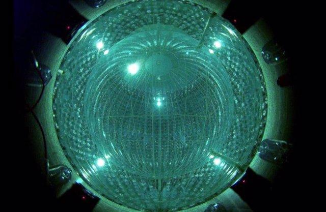 El detector Borexino se encuentra en las profundidades de los Apeninos en el centro de Italia en el Laboratori Nazionali del Gran Sasso del INFN.