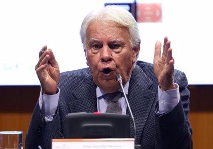 """Felipe González denuncia que el Gobierno pacte con los que quieren """"desguazar"""" España y avisa: """"Nadie me manda callar"""""""
