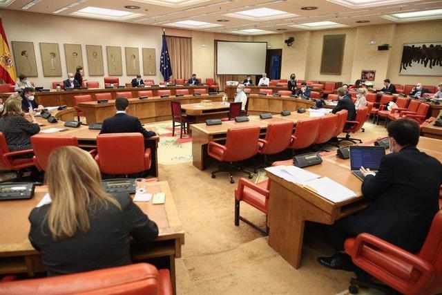 Vista general dels assistents a la Comissió de Pressupostos del Congrés.