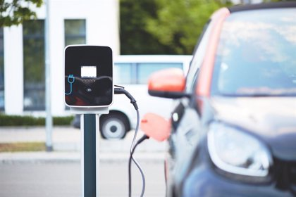 La escasez de puntos de recarga y el precio, los principales motivos para no comprar un coche eléctrico