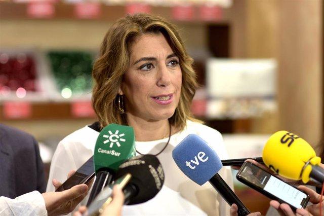 La secretaria general del PSOE-A, Susana Díaz, atiende a los medios de comunicación en una foto de archivo