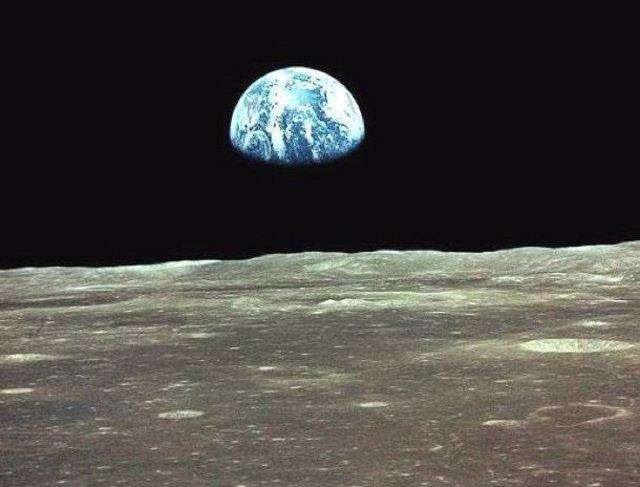 La Tierra, vista desde la órbita lunar por el Apolo11