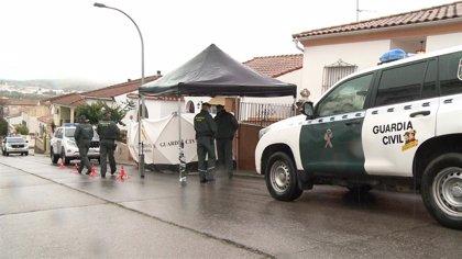 Agentes de la UCO vuelven a registrar el domicilio del detenido como presunto autor de la muerte de Manuela Chavero