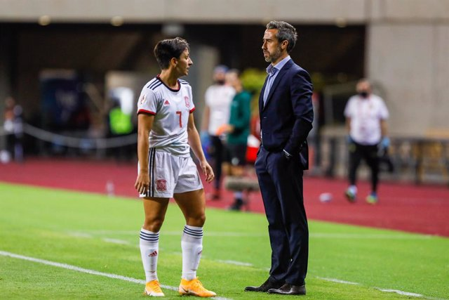 Marta Corredera of Spain Team and Jorge Vilda, head coach of Spain Team, during qualifying phase of Euro 2022 women's , football match played between Spain Team and  Czech Republic Team at La Cartuja Olympic  Stadium on October 23, 2020 in Sevilla, Spain.
