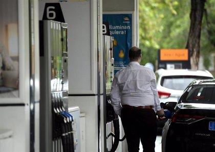 El precio de los carburantes consolida su cambio de tendencia tras encarecerse esta semana hasta un 0,7%