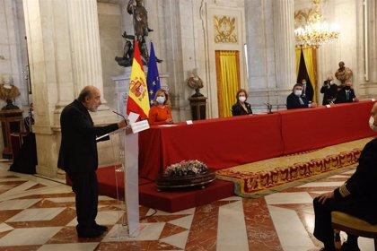 El poeta Raúl Zurita depositará mañana su legado en la Caja de las Letras