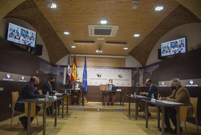 Nota Audios Fotos Pleno Diputación Cáceres