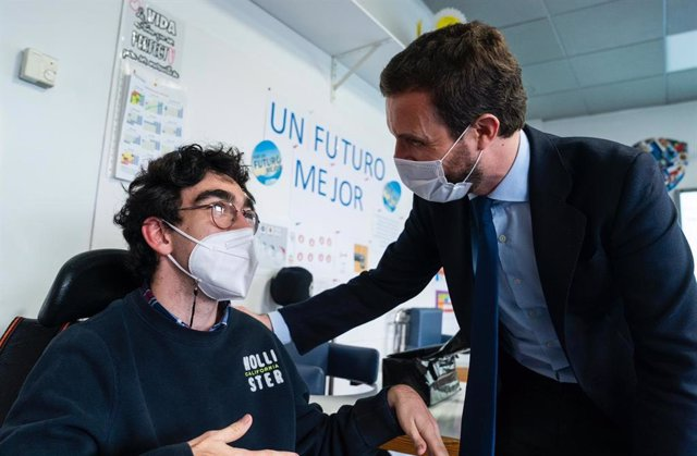 El president del PP, Pablo Casado, en una visita a l'Escola Concertada d'Educació Especial Bobath. Madrid (Espanya), 26 de novembre del 2020.