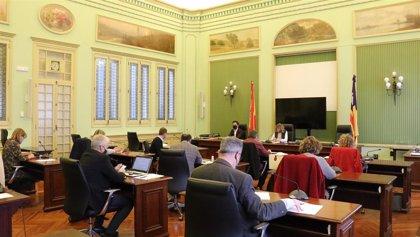 El Parlament balear pide que se realice una campaña navideña de apoyo al comercio de proximidad